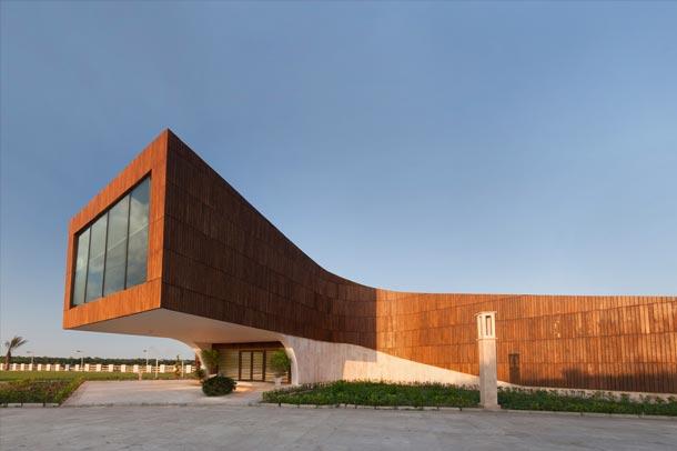 ساختمان بدنسازی دشت نور ; طره ای 9 متری به آسمان می رود