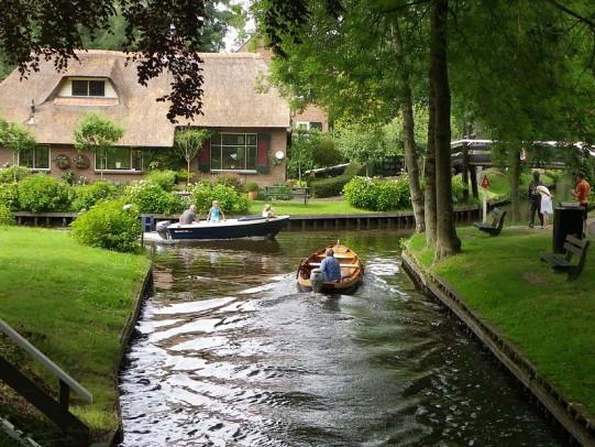 Giethoorn_Netherlands_flckr01