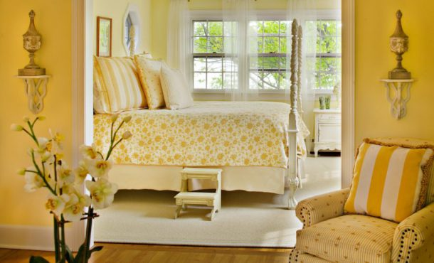 Style-a-monochromatic-yellow-bedroom