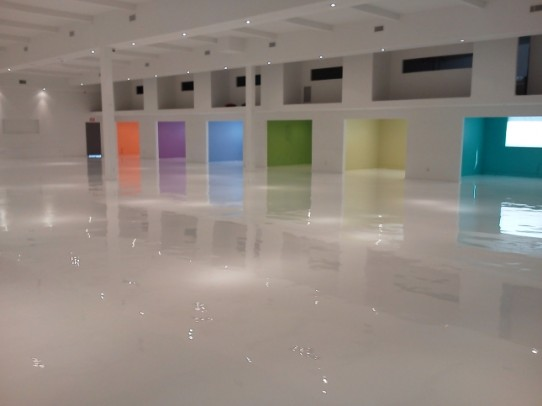 White Epoxy Floor-jpg-645x483