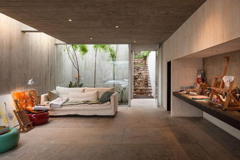 felipe-assadi-painters-studio-chile-designboom-04