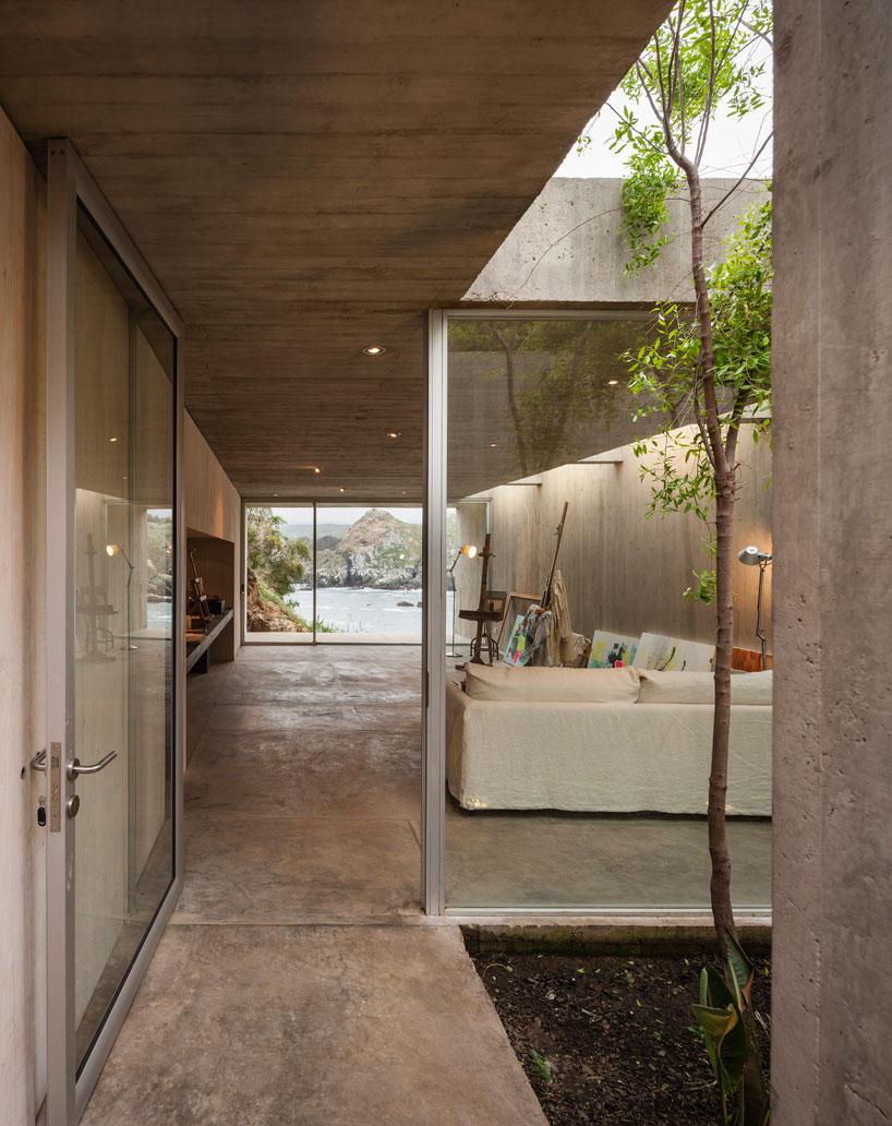 felipe-assadi-painters-studio-chile-designboom-05