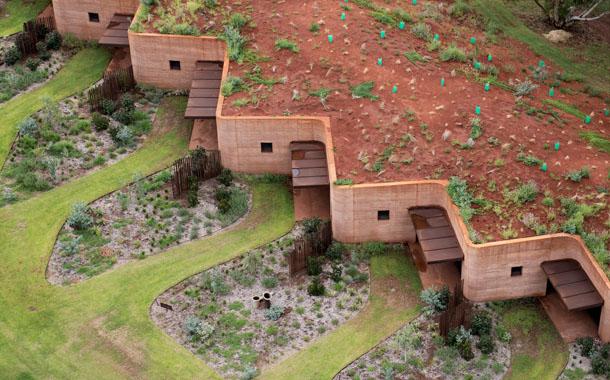 معماری شگفت انگیز 12 خانه زیر شیب زمین!