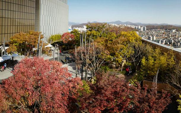 طراحی شگفت انگیز پارک در طبقه ی دوازدهم برج مسکونی!