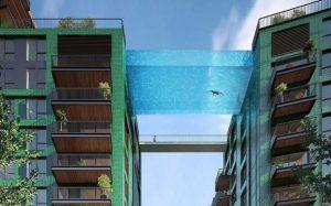 پلی بین دو ساختمان در لندن با استخر کف شیشه ای!