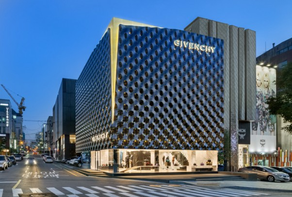 6-piuarch-designs-the-new-givenchy-flagship-store-in-seoul