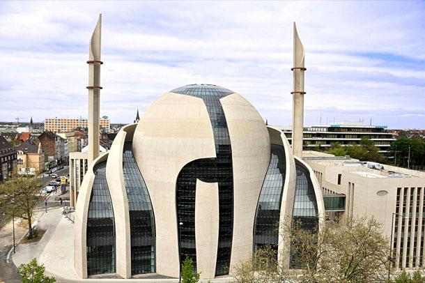 مسجد مرکزی شهر کلن آلمان با معماری خیره کننده