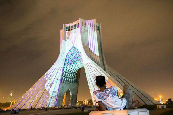 نورپردازی منحصر به فرد برج آزادی توسط فیلیپ گایست