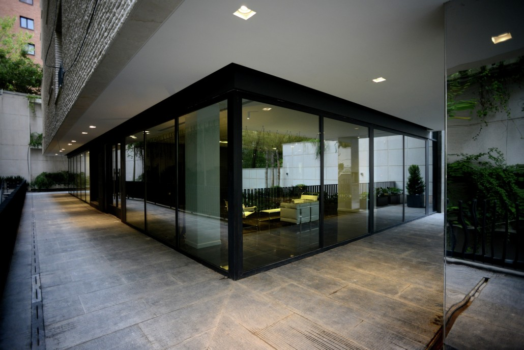 lobby_exterior_view2