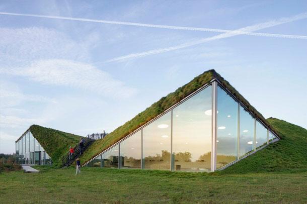 نمایش خیره کننده لحافی سبز بر روی موزه ای در هلند