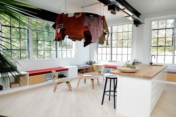 طراحی داخلی استودیو طراحی کفش های انگلسیی clarks