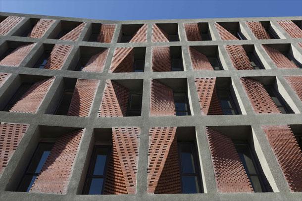 الگوهای زیبای آجرکاری سنتی در ساختمان مسکونی کهریزک