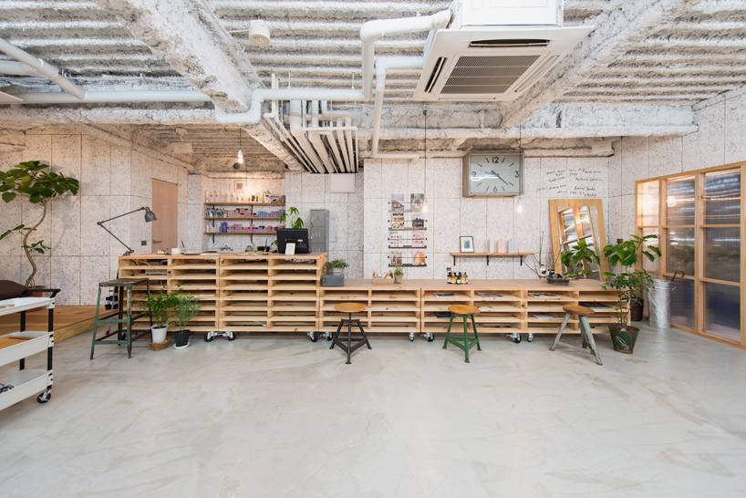 no.555-hair-salon-musubi-interiors-yokohama-city-kanagawa-japan-designboom-02