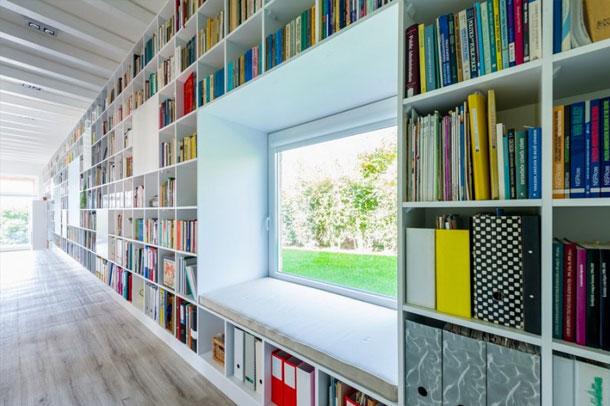 دیواری از کتاب کاری از معماران فولدز