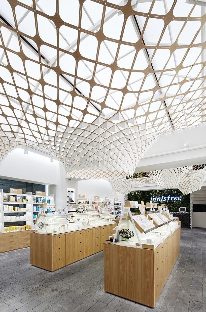 SOFTlab-innisfree-installation-seoul-designboom-09