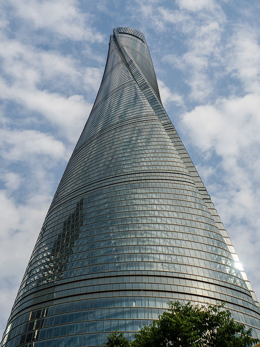ShanghaiTower-Up_(PublicDomain)