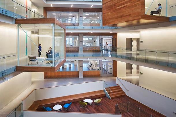 مرکز تحقیقاتی موسسه allen ; سازه ای خیری کننده از شیشه و فلز