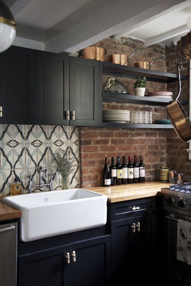 Black-Farmhouse-Kitchen-With-Exposed-Brick-Backsplash