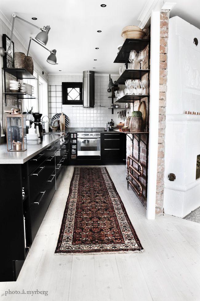 Black-and-ecletic-kitchen-design