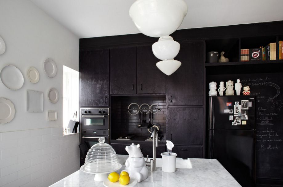 Black-contrast-kitchen-design