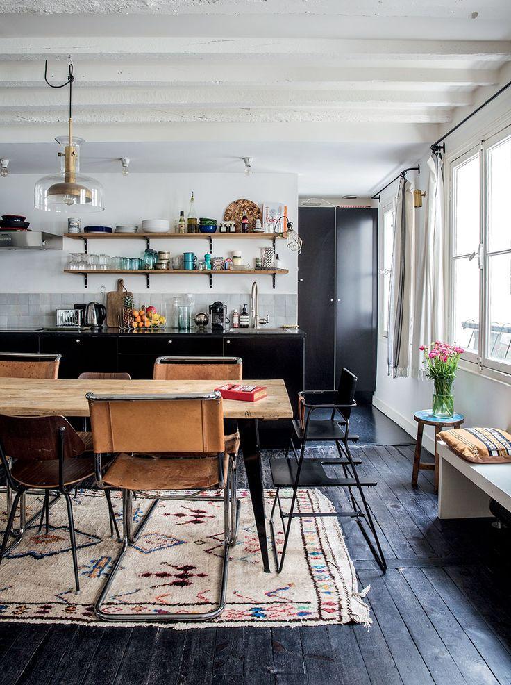 Black-floor-open-space-kitchen