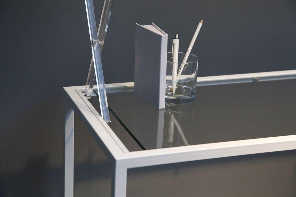 Minimalist-work-shift-table