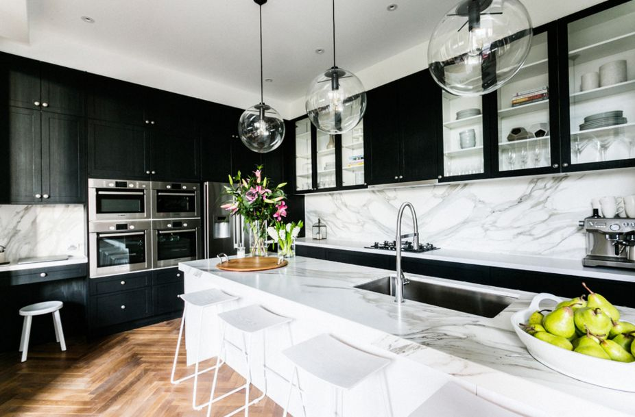 White-marble-and-black-kitchen-cupboards