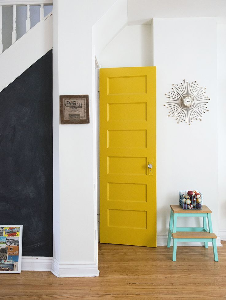 White-wall-paired-with-a-yellow-door