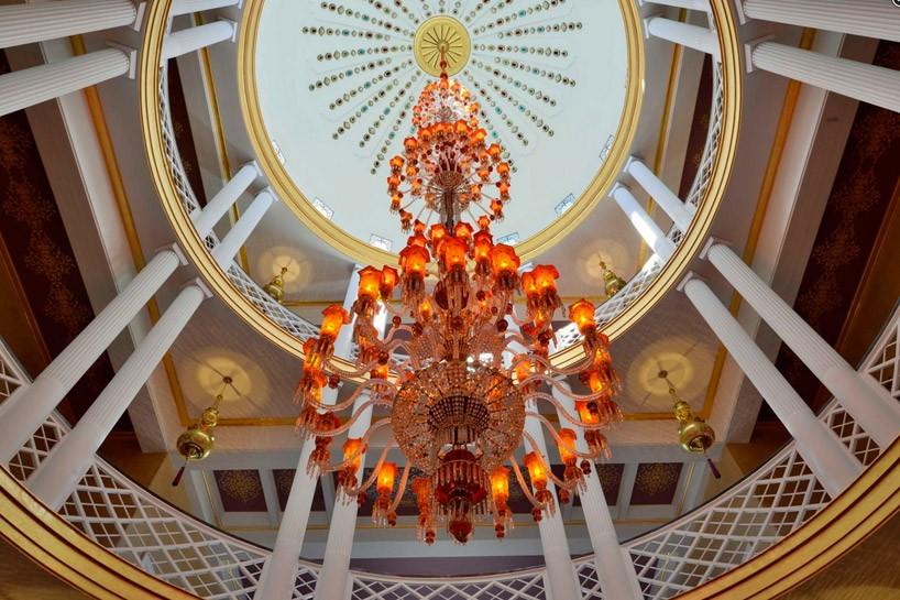 chandelier-818x545