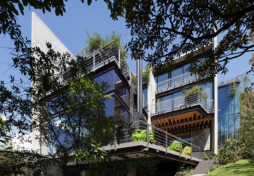 grupo-arquitectura-la-casa-en-el-bosque-mexico-city-house-in-the-forest-designboom-02