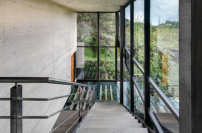 grupo-arquitectura-la-casa-en-el-bosque-mexico-city-house-in-the-forest-designboom-03