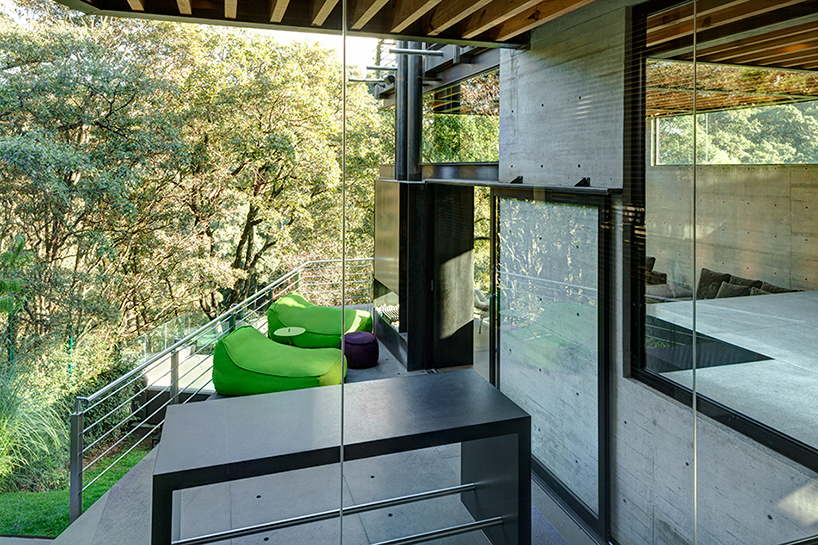 grupo-arquitectura-la-casa-en-el-bosque-mexico-city-house-in-the-forest-designboom-06