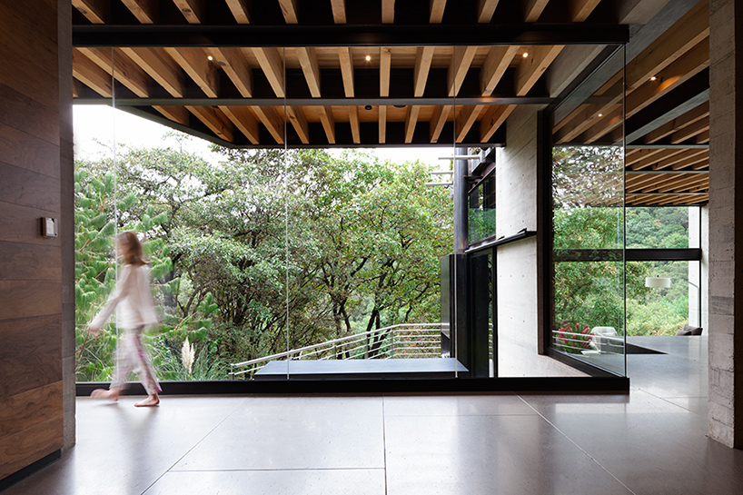 grupo-arquitectura-la-casa-en-el-bosque-mexico-city-house-in-the-forest-designboom-07