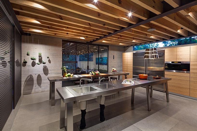 grupo-arquitectura-la-casa-en-el-bosque-mexico-city-house-in-the-forest-designboom-10