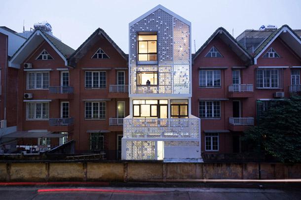 خانه ای با بلوک های بتنی سفید در ویتنام کاری از معماران landmak