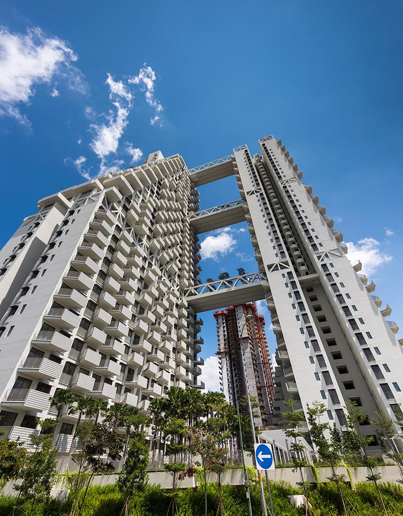 moshe-safdie-sky-habitat-singapore-bishan-residential-development-designboom-02