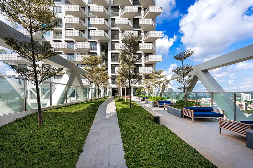 moshe-safdie-sky-habitat-singapore-bishan-residential-development-designboom-08