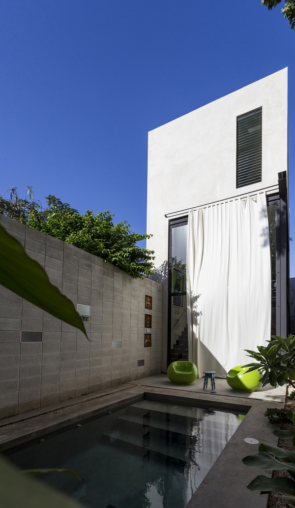 Raw-House-in-Yucatan-curtain-covers-glass-doors