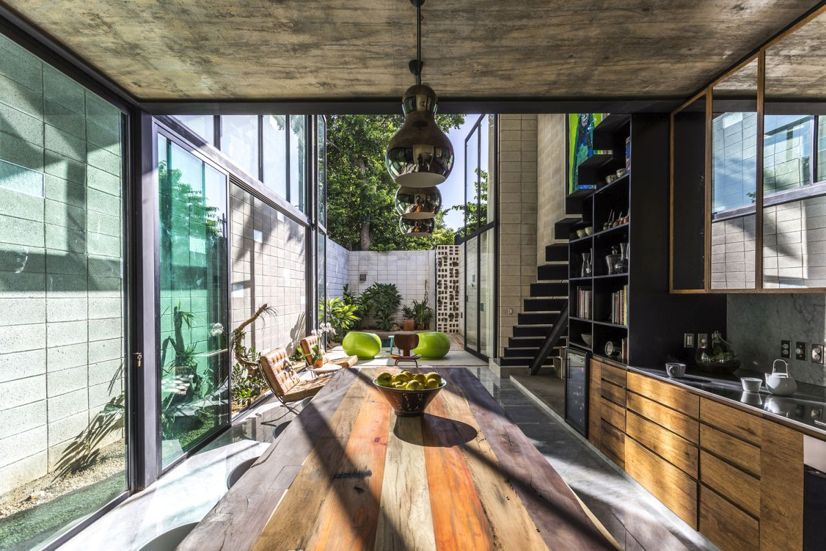 Raw-House-in-Yucatan-ground-floor-open-to-yard