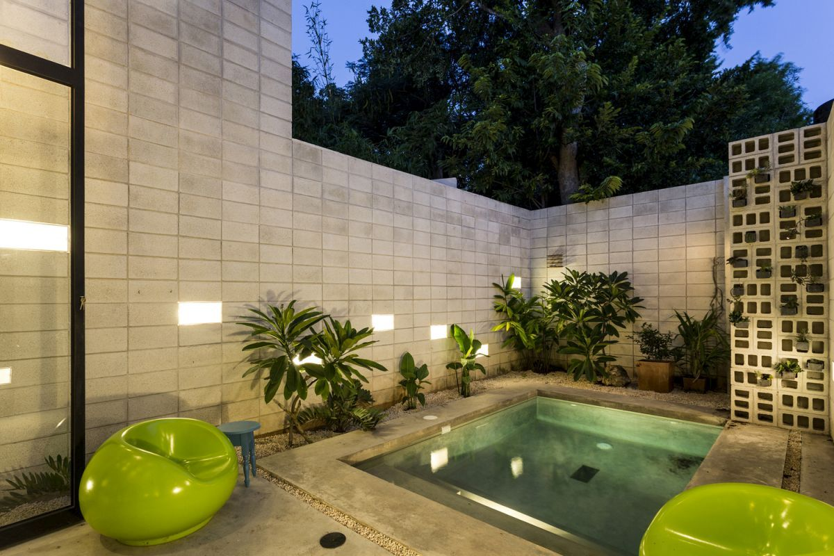 Raw-House-in-Yucatan-pool-and-courtyard