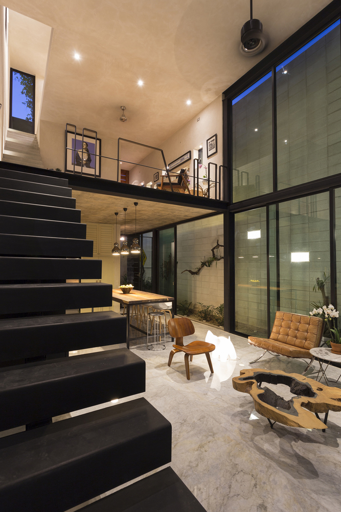 Raw-House-in-Yucatan-staircase