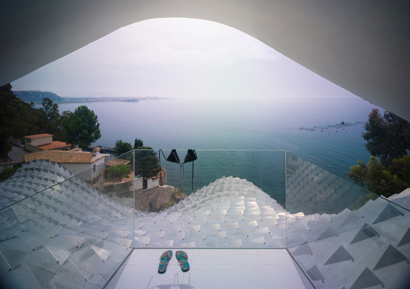 gilbartolome-architects-house-on-the-cliff-granada-designboom-06