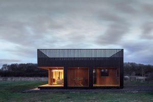 اقامتگاه مزرعه ای از جنس چوب: سازه ای زیبا از استودیو معماری IPT