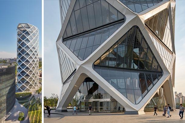 poly international plaza در چین ; ساختمانی با نمای خیره کننده