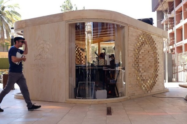 طراحی ایستگاه رادیویی با نمای آجری از چوب کاج